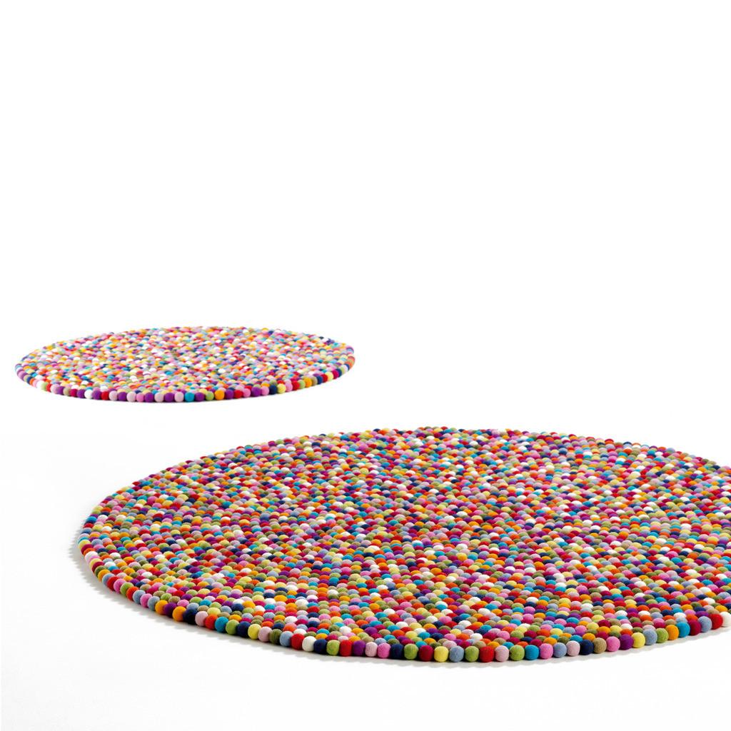 pinocchio ou le tapis multicolore la petite scandinave. Black Bedroom Furniture Sets. Home Design Ideas
