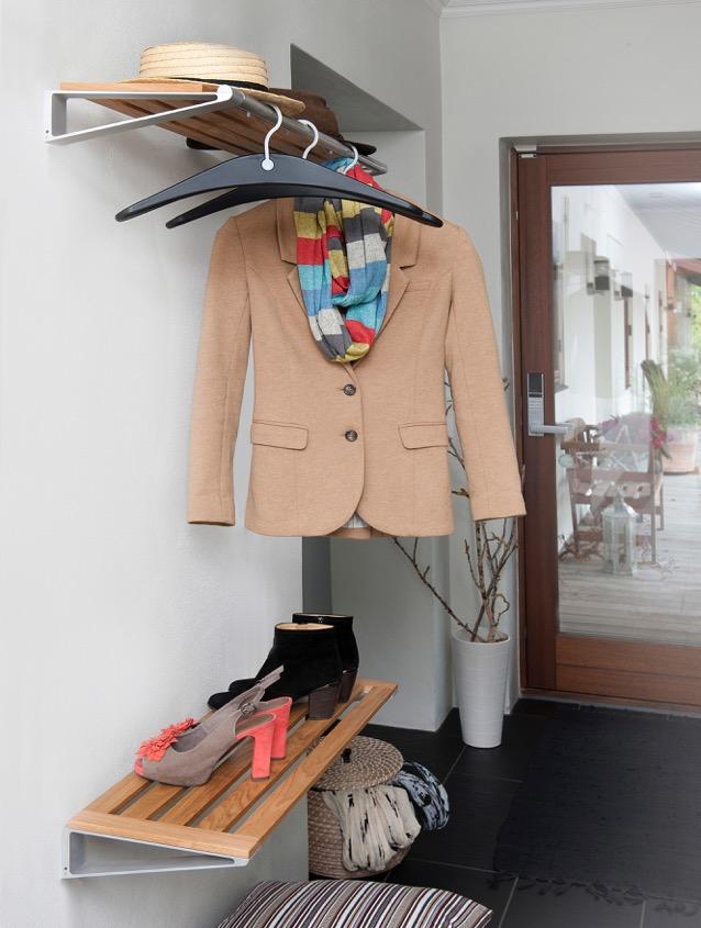 hatte-skohylde med lys jakke 2