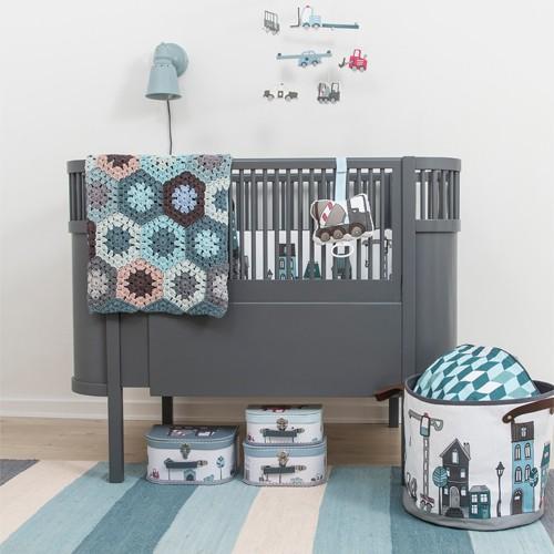le lit kili de la marque sebra est un lit barreaux qui grandit avec l enfant cest un grand classique danois et aussi une nouvelle version du lit juno - Lit Scandinave Enfant