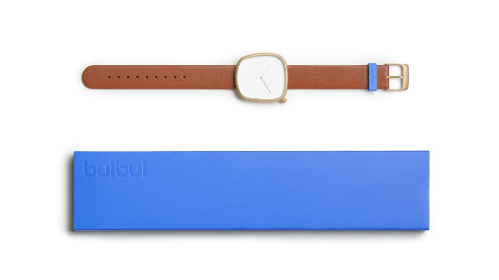 Pebble 05 en acier plaqué or – bracelet en cuir italien marron