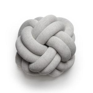 Knot_cushion_lightgrey_iso